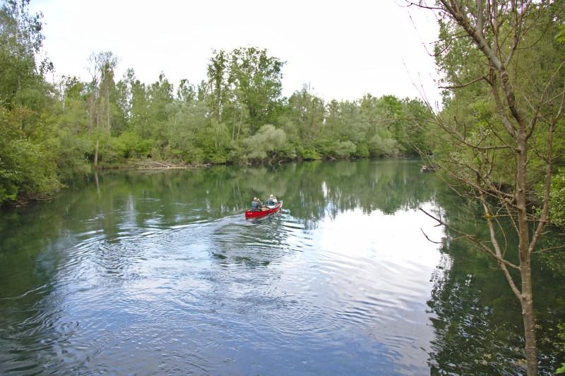 Ein Kanu auf dem Rheinseitenkanal (Groschenwasser)
