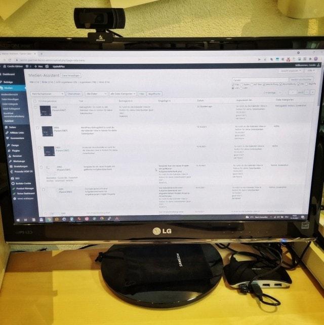 Der Monitor zeigt die Mediathek im WordPress-Backend an.